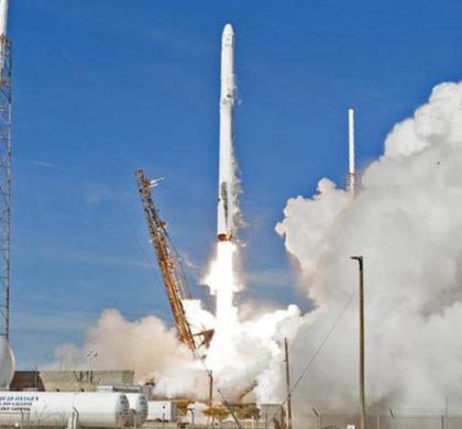 """美""""龙""""飞船为空间站送去首个人工智能机器人"""