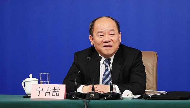 中国经济稳中向好态势不会改变——国家发展改革委副主任、国家统计局局长宁吉喆回应经济热点问题
